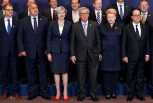 (L-R) Finland's Prime Minister Juha Sipila, Bulgaria's Prime Minister Boyko Borisov, Prime Minister Theresa May, European Commission President Jean-Claude Juncker, Lithuania's President Dalia Grybauskaite and France's President Francois Hollande pose for a family photo during a European Union leaders summit in Brussels, Belgium, October 20, 2016. REUTERS/Francois Lenoir